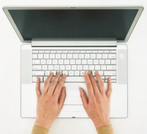 Woman_using_laptop_on associated content