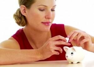womansavingmoneyinherpiggybank