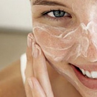 using-baking-soda-on-face